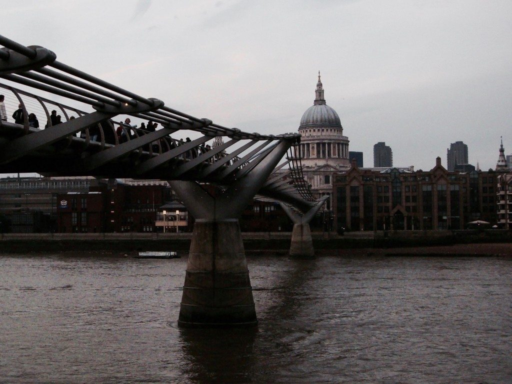 london millenium bridge st pauls